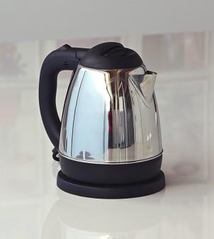 Electric kettle in steel
