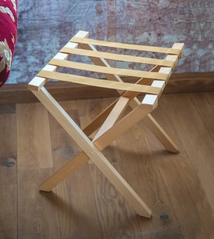 Wooden luggage rack available in two different shades