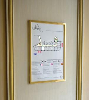 Evacuation map holder in Plexiglass