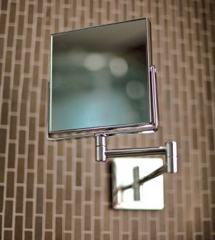 Magnifying beauty mirror on an extendable arm