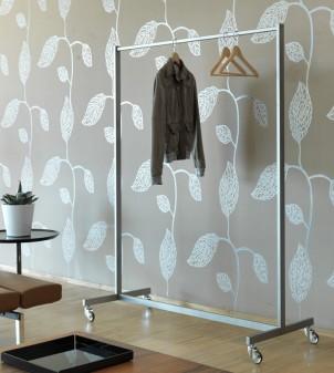 Customizable clothes hanger rail