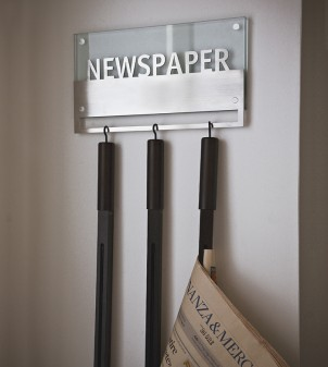 Wall-mounted newspaper rack in glass complete with three newspaper rods