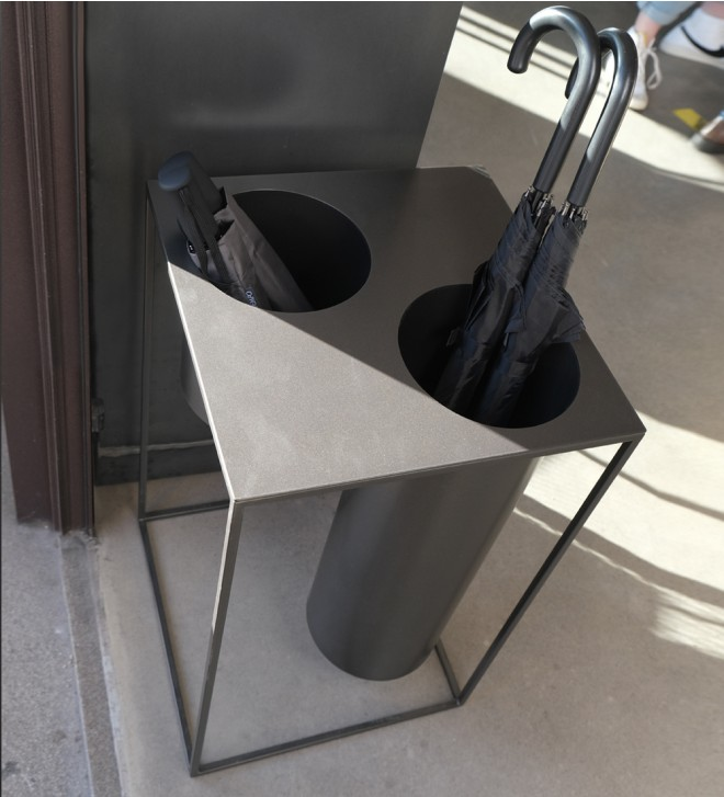 Iron umbrella stand