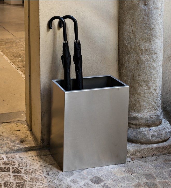 Bin/umbrella holder